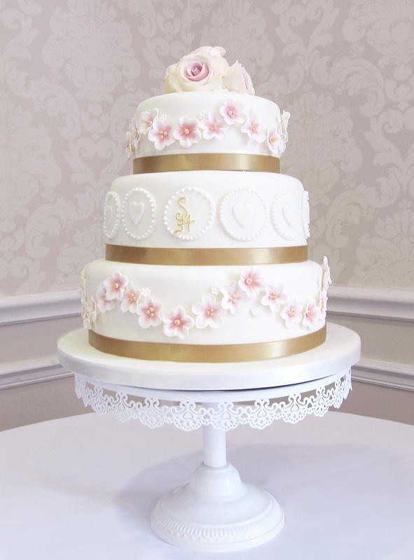 Pretty Vintage Style Wedding Cake