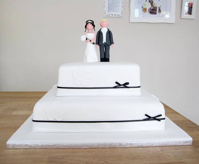 Gride and Groom Wedding Cake