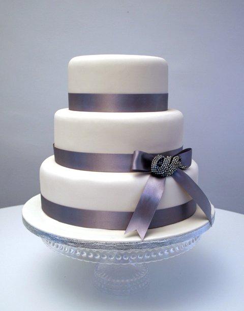 Simple Wedding Cake with Diamante Bow